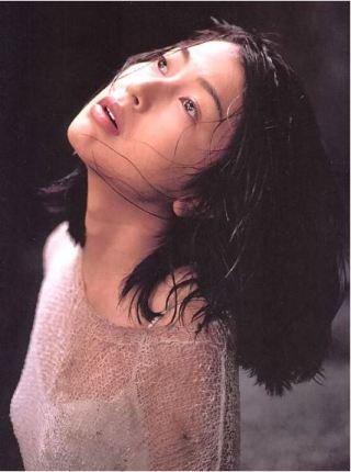 鶴田真由胸チラセクシーお宝画像