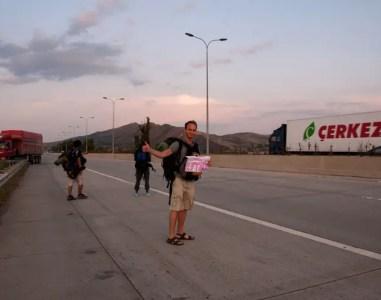 La Bibbia dell'Autostoppista: guida pratica per fare autostop in scioltezza