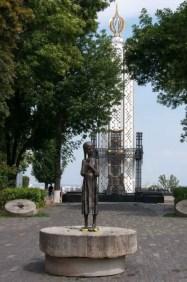 La statua della bambina