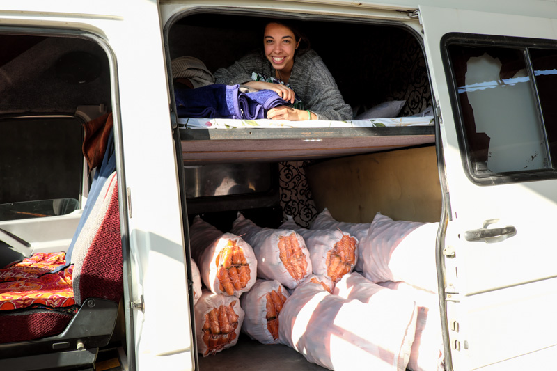 Sara sul furgone merci