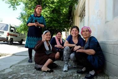 Appunti dall'Uzbekistan e dal Sud Kazakistan. Di calzini rossi, tempeste di sabbia e sopracciglia tagiche