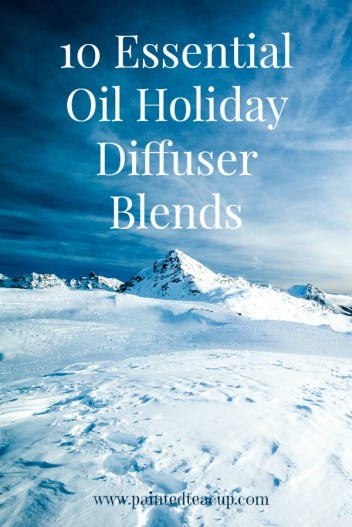 10 essential oil holiday diffuser recipes. DIY blends to make your home smell wonderful this holiday season. www.paintedteacup.com