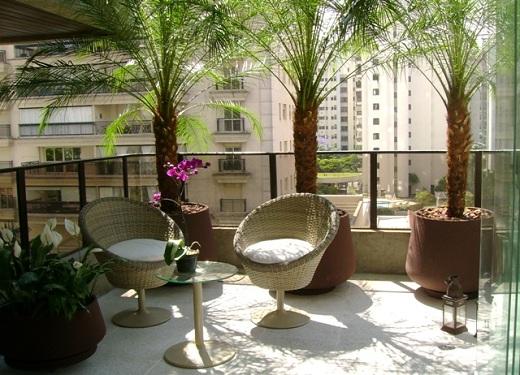 terraco jardins clinica:Hortas e jardins verticais também podem ser adaptados a pequenos