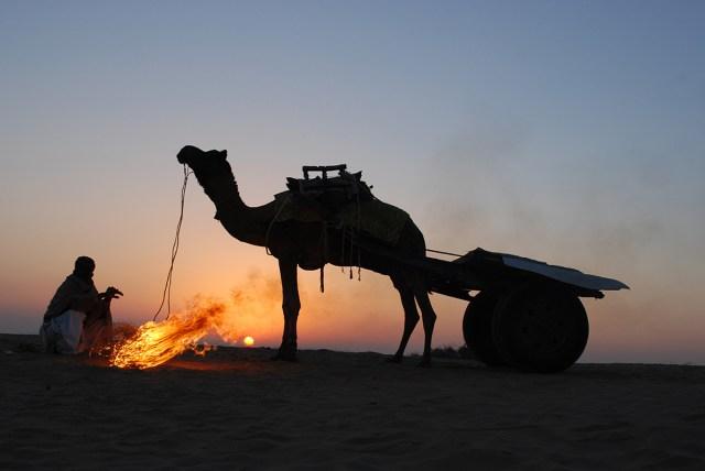 thar-desert-dawn-camel-cart-fire-jaisalmer-rajasthan-india-nikon-d80-nikkor-18-55mm-shivji-joshi