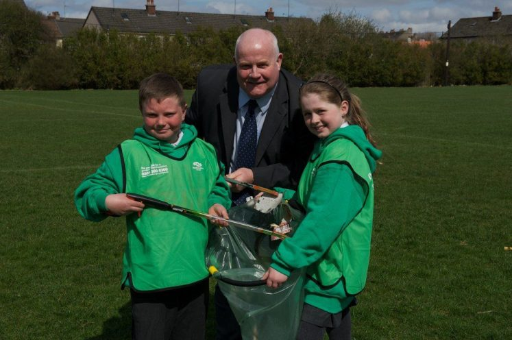 Picture 3: Cllr Devine with Gordon Shankland and Eilidh McNeil.