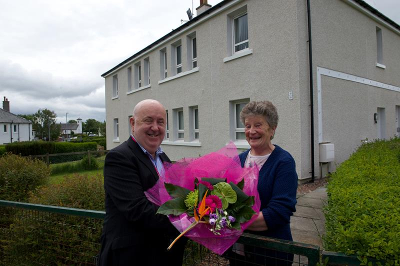 Cllr Williams with tenant Irene Richmond