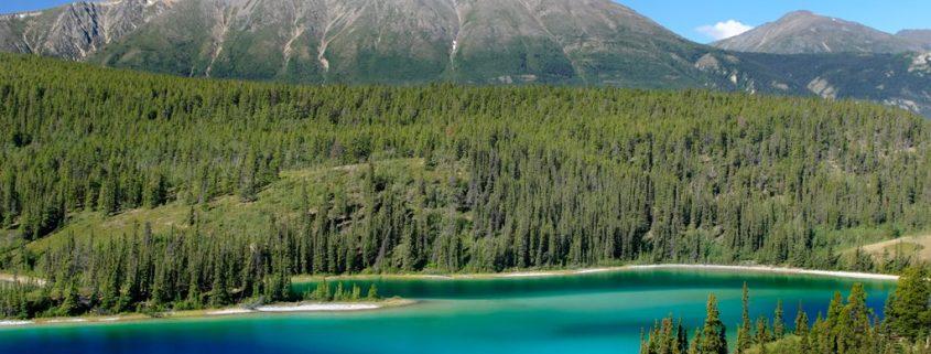 Emerald_Lake,_Yukon_territory,_Canada.