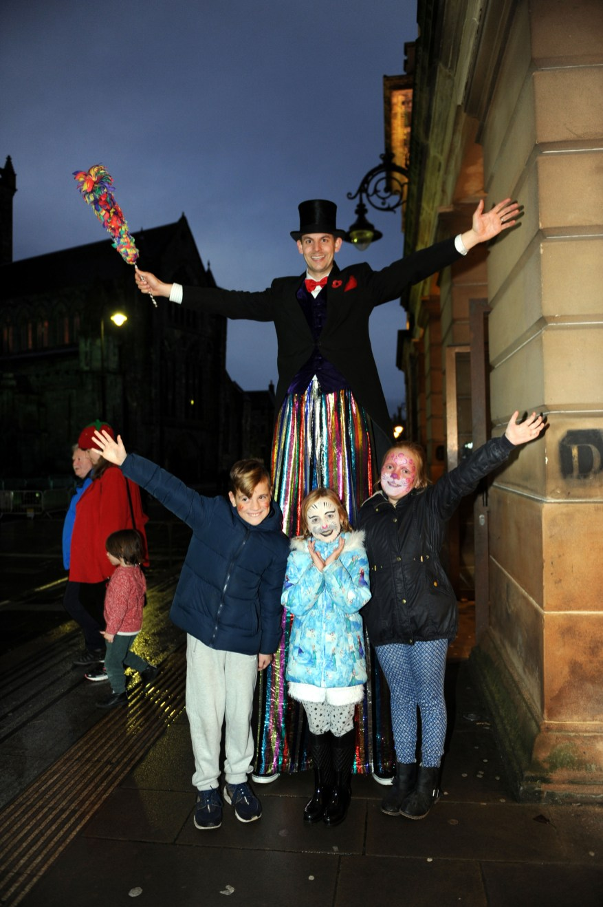 Fireworks 03 - street entertainer with L-R Callum McFadyen (9)Bonni Telford (8) and Lily Telford (10) from Renfrew