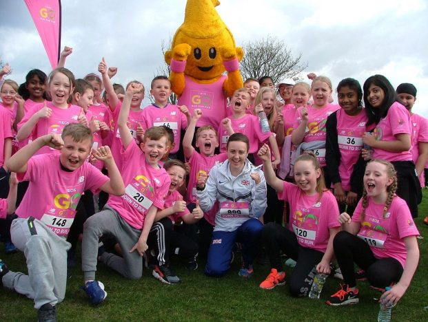 Fun runners meet international athlete Laura Muir and The Dart mascot.
