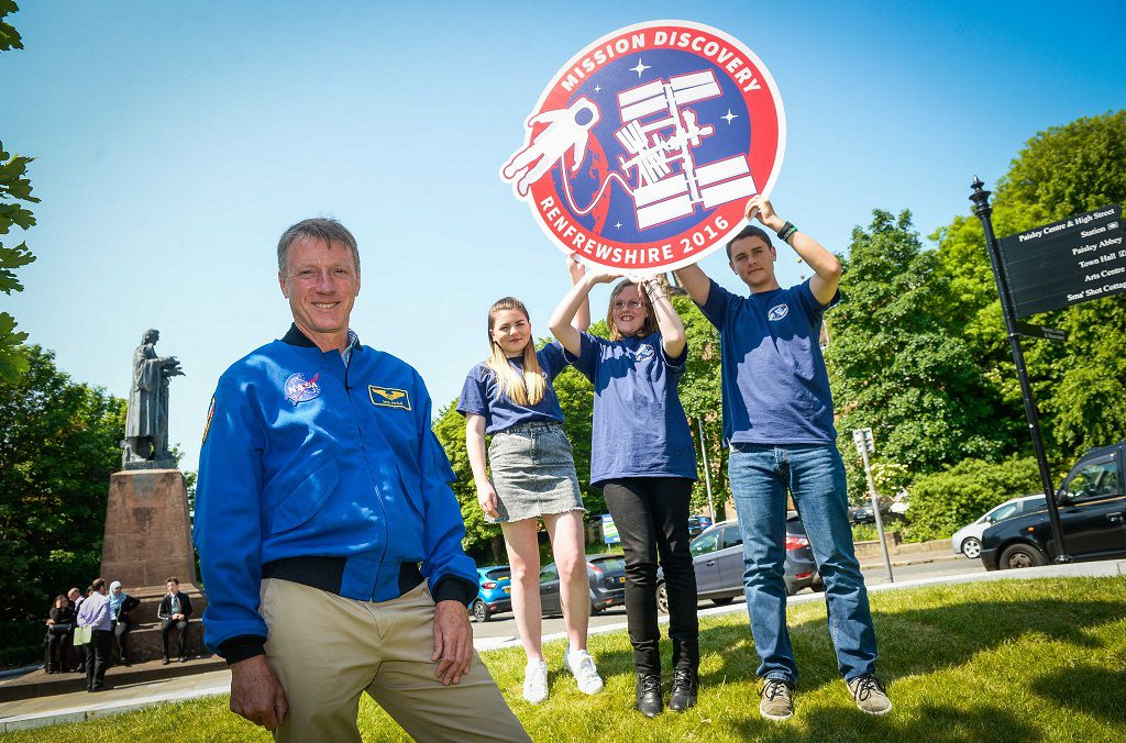 Picture Nick Ponty 6/6/16 British-born NASA astronaut launches space school in Renfrewshire British-born NASA astronaut Michael Foale has joined 200 young people at the launch of a unique space school being held in Paisley from 6-10 June. Mission Discovery Renfrewshire brings together school pupils from Renfrewshire, East Renfrewshire and Inverclyde, student mentors from UWS, and a panel of space experts in a week-long educational programme. The programme, run by International Space School Educational Trust (ISSET), gives young people the chance to learn from NASA's approach to developing leadership, team building and personal development, as well as fostering interest in science and research.