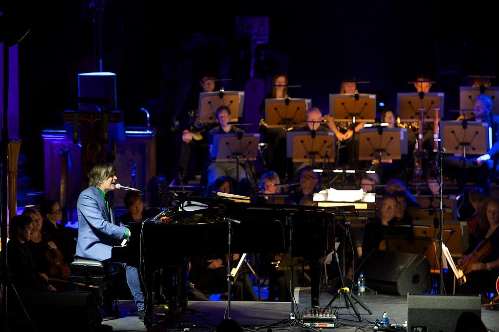 Justin Currie in Paisley Abbey with the RSNO,