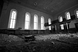 castlehead-church-inside-gutted-48-bw 35971783586 o