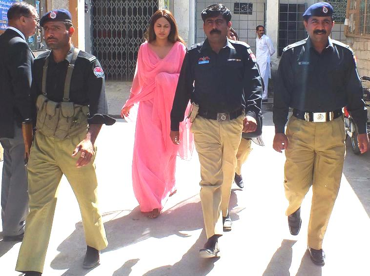 Ayyan is set to be acquitted... mystery for whom she is working still unresolved (3)