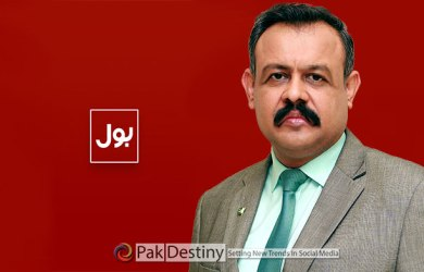 BOL TV's Asad Kheral cries in jail -- finally manages to walk free -- made to pledge not to blackmail people anymore