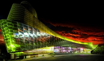 Benidorm Palace - zdjęcie elewacji z zewnątrz nocą