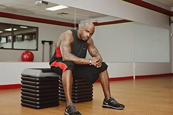 przerwa między seriami w treningu na siłowni