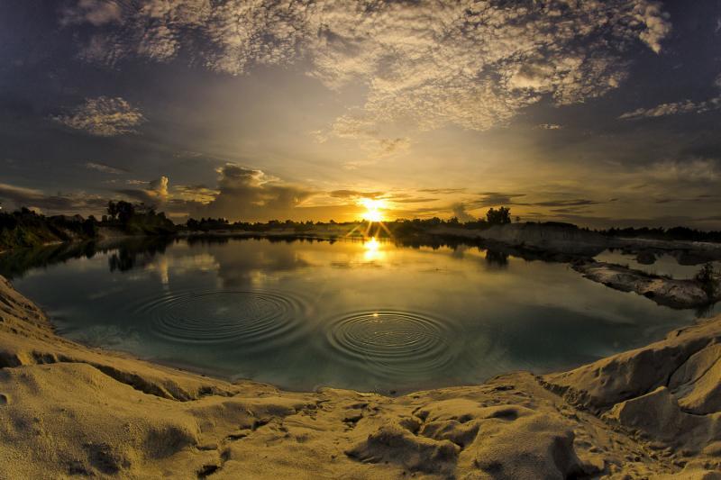 Danau kaolin indah paket tour belitung