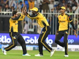 Spirited Peshawar thump sloppy Karachi in HBL PSL