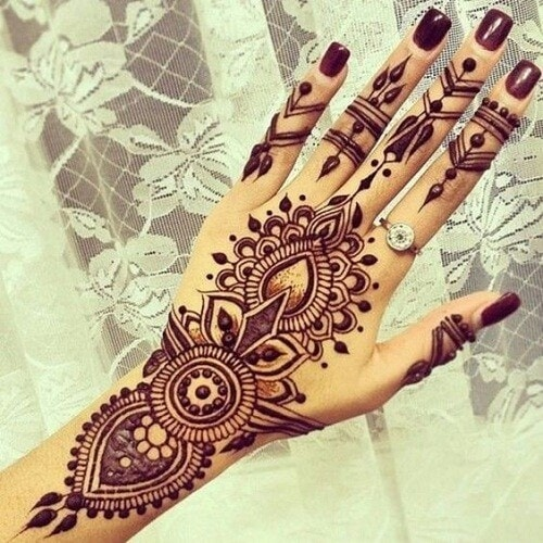 mehndi design on hand