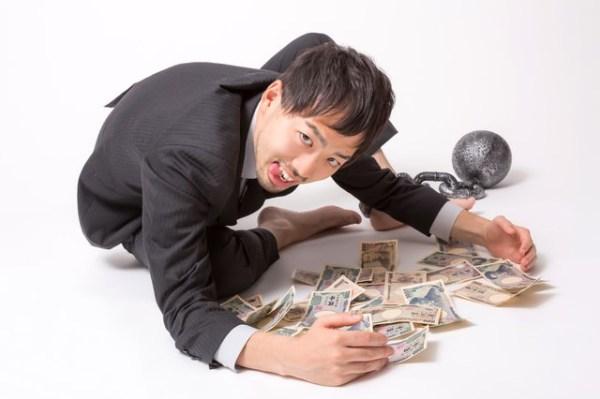「金や金や!」っとお札を集める男