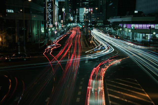 「大阪キタの夜の光跡」のフリー写真素材