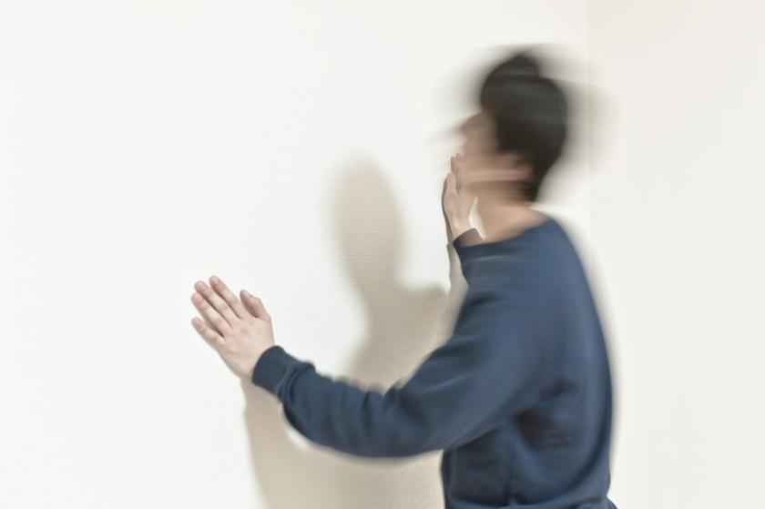 「ヘッドバンキングドン | 写真の無料素材・フリー素材 - ぱくたそ」の写真[モデル:大川竜弥]