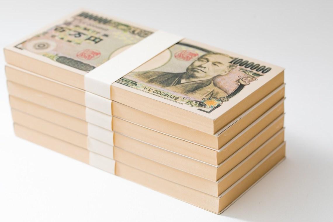 「100万円(偽札)の札束が6段」の写真