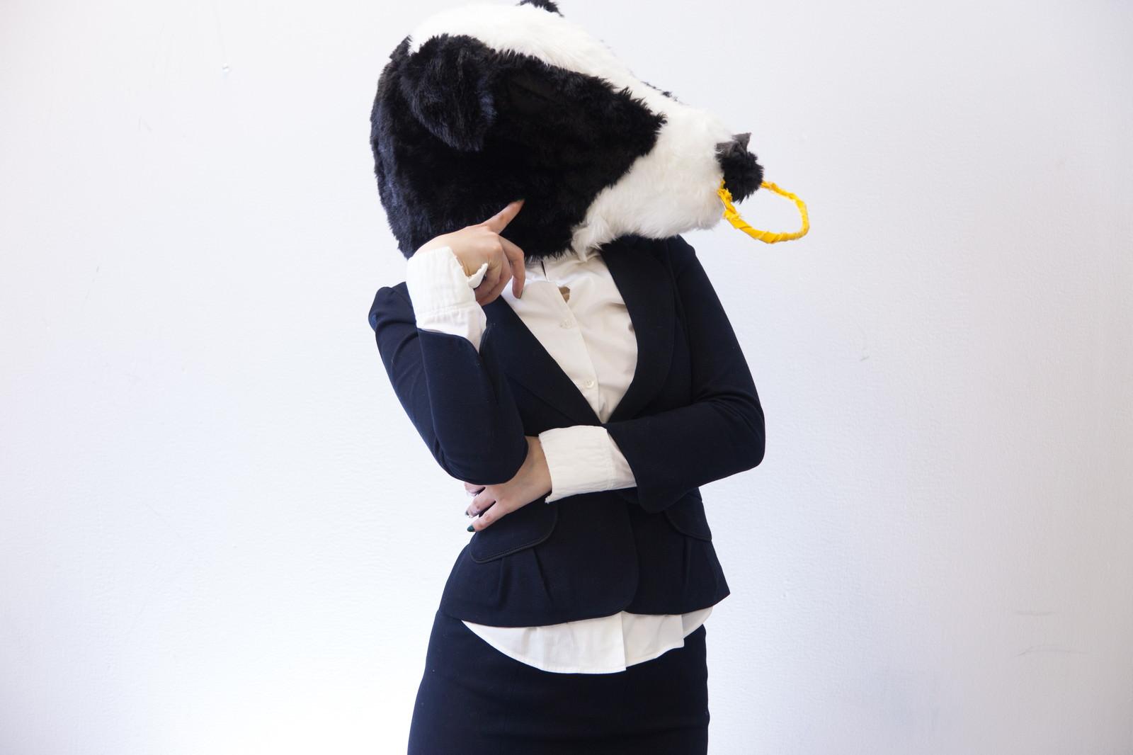 「物忘れが多い牛ガール」の写真[モデル:古性のっち]