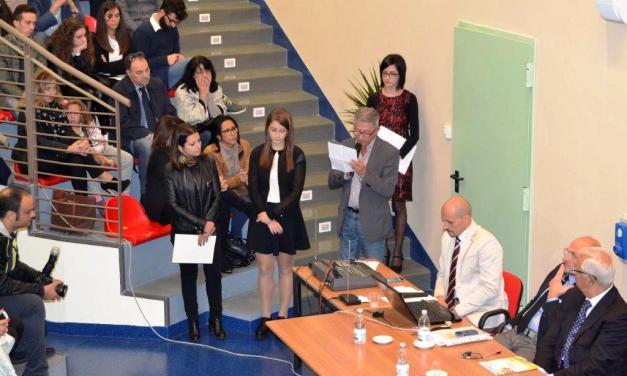 """Frequenta l'Istituto Comprensivo """"G. Rodari"""" la """"Alunna dell'anno 2015"""""""