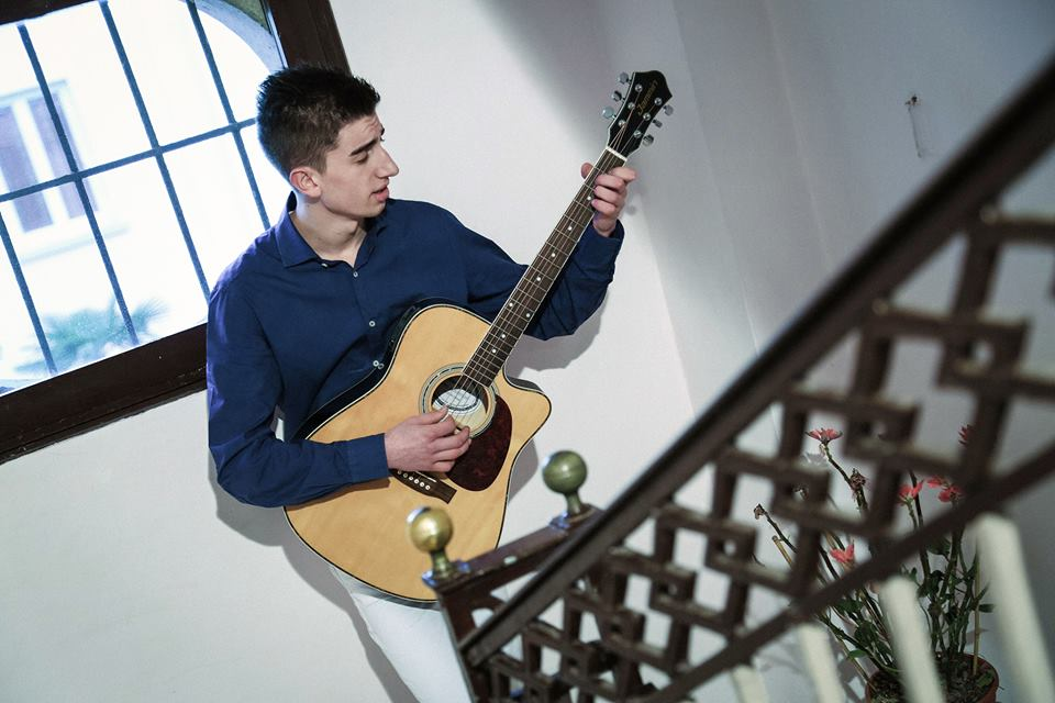 MOTTOLA. Vito Rotolo  presenta il suo singolo 'Straniero'. Suo produttore artistico, Aldo Losito
