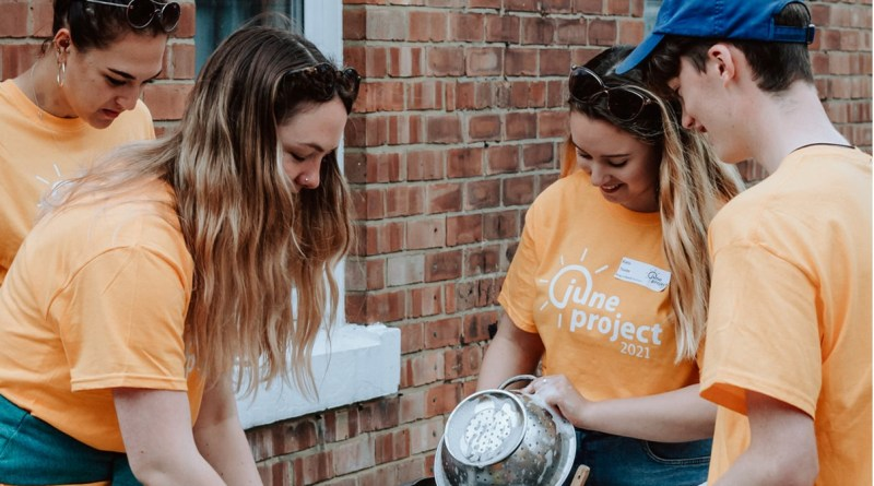 Durham students wash up other students' dishes for free