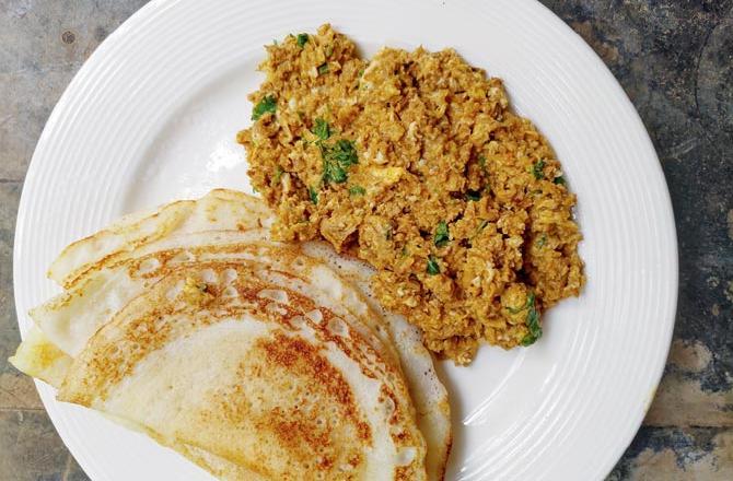 Dosa with chicken kheema ghotala. Pic/Rhea Mitra Dalal