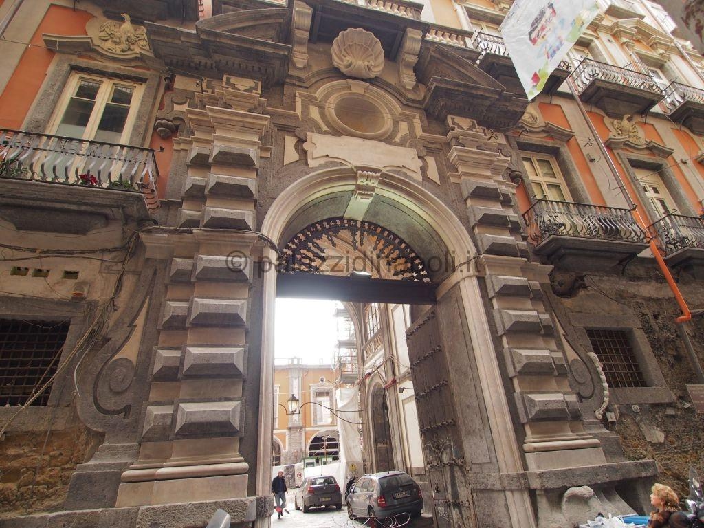 palazzo Carafa di Maddaloni via Maddaloni 6  Palazzi di