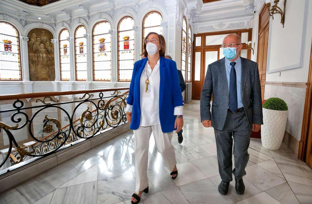 Ángeles Armisén y Francisco Igea en el Palacio Provincial de la Diputación de Palencia