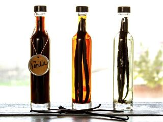 How To Make Your Own Vanilla Extract – Great Gift Idea Too!