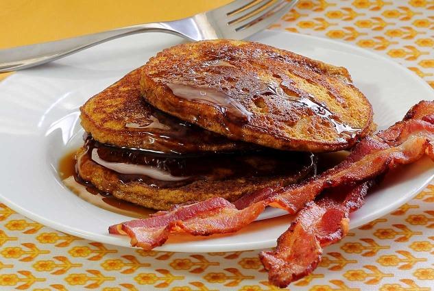 paleo pumpkin pancakes recipe from paleonewbie.com