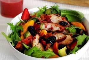 paleo recipe for a light and delicious strawberry vinaigrette