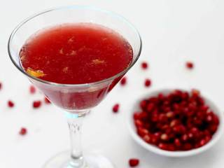 Holiday Cheer: Pomegranate Cocktail
