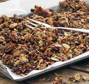 easy paleo recipe for homemade pumpkin spiced granola