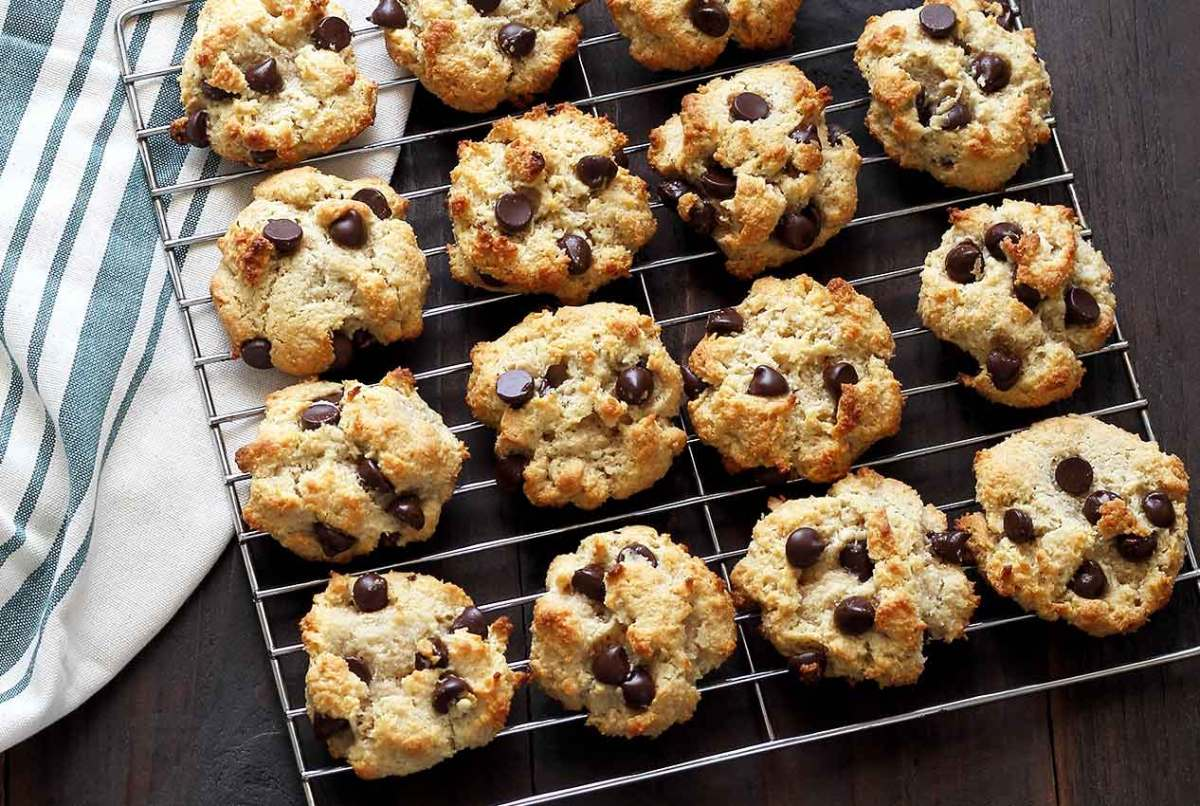 easy paleo recipe for Macadamia nut and coconut cookies