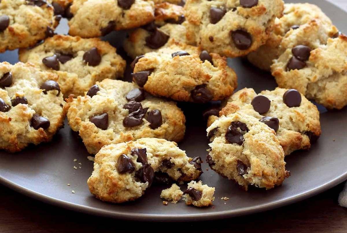 easy paleo recipe for macadamia-coconut paleo cookies