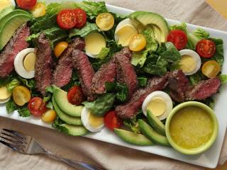 Paleo Steak Salad with Creamy Garlic Vinaigrette