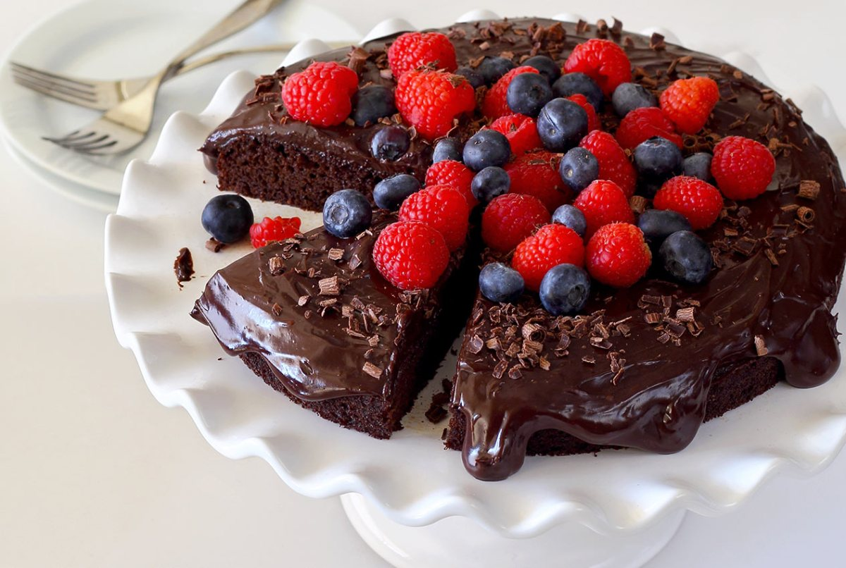 simple paleo-friendly recipe for a gluten free chocolate cake