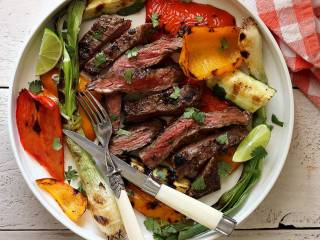 Easy Paleo Grilled Garlic-Lime Skirt Steak with Veggies
