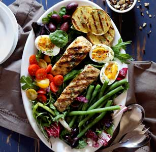 very easy paleo salad recipe featuring halibut and lemon-herb viniagrette