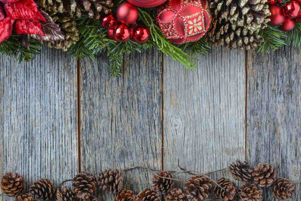 holiday pine cones and garland