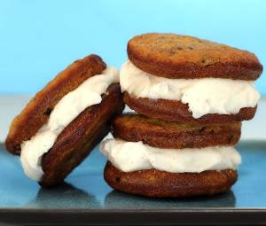 "easy paleo and non-dairy recipe for a ""ice cream"" sadndwhich"