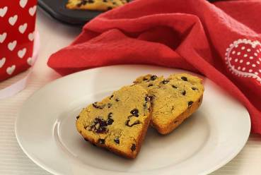 easy recipe for a gluten-free scone featuring cranberries and dark chocolate chips