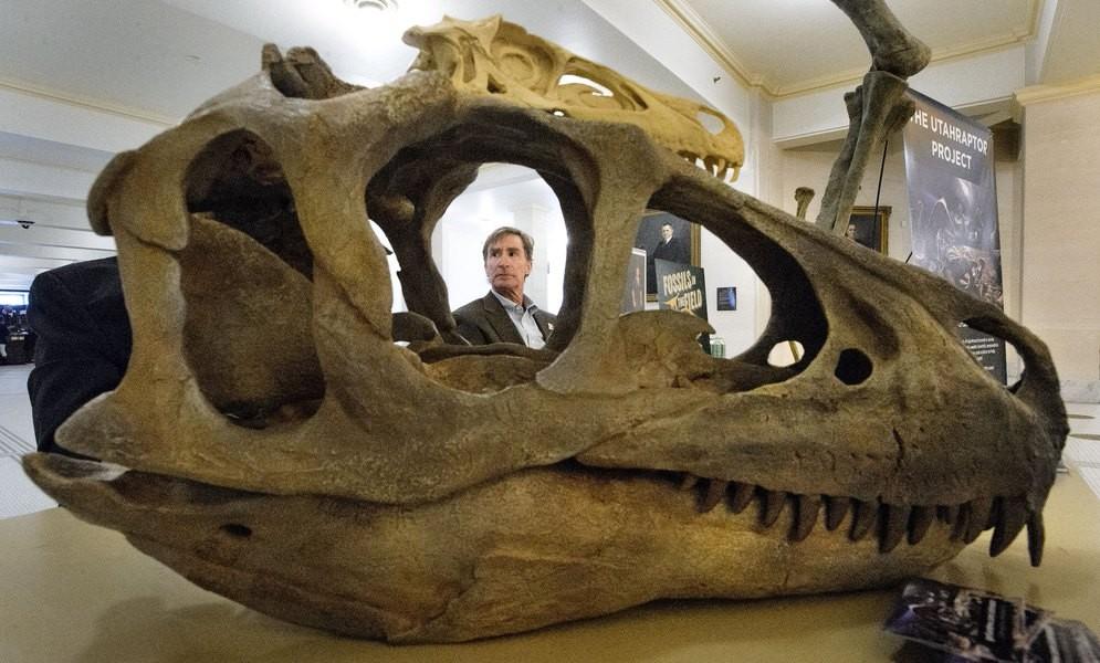 On the News | USA | Utahraptor roars as new state dinosaur in Capitol @ The Salt Lake Tribune