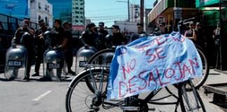 Desalojaron a la Asamblea de Villa Urquiza con un violento operativo